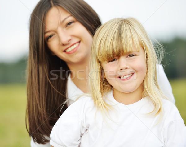 Gelukkig gezin natuur moeder meisje groene Stockfoto © zurijeta