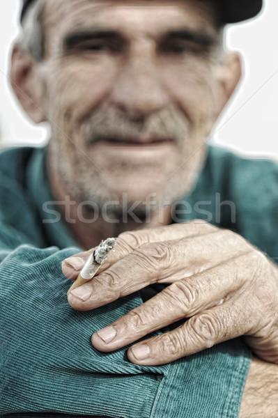 Ráncos száj cigaretta kéz mosoly arc Stock fotó © zurijeta