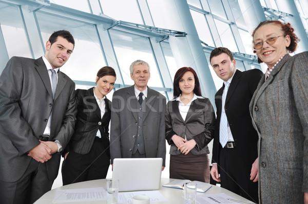Pessoas de negócios em pé em torno de tabela escritório Foto stock © zurijeta
