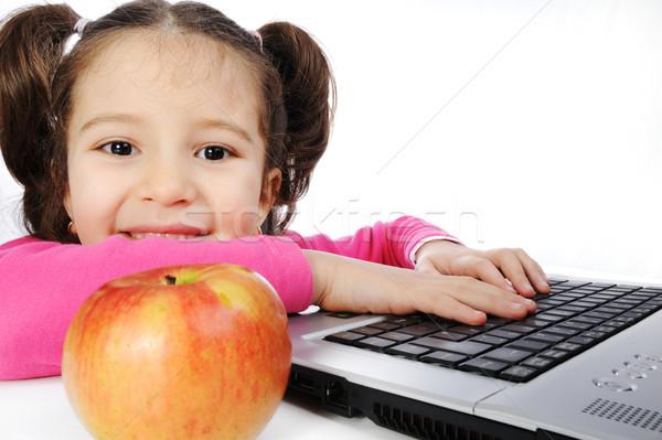 Kinderen meisje hand laptop onderwijs lezing Stockfoto © zurijeta