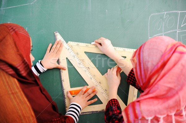 Aranyos iskolások osztályterem oktatás arab tevékenységek Stock fotó © zurijeta