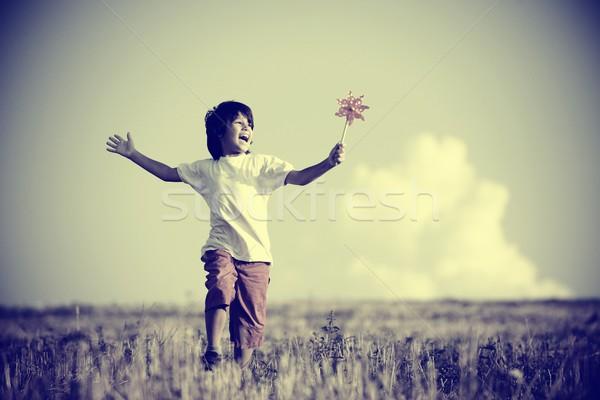 Nino naturaleza feliz nino ejecutando hermosa Foto stock © zurijeta