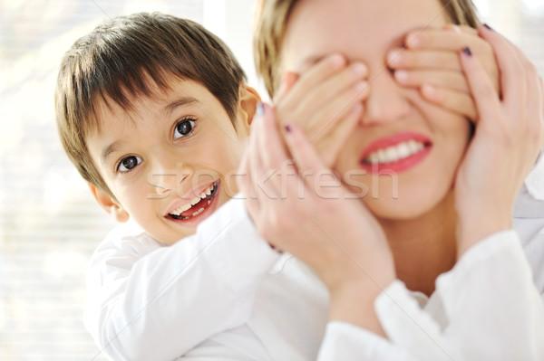 Retrato de família mãe filho casa mulher sorrir Foto stock © zurijeta