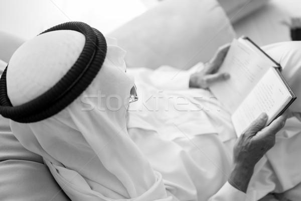 シニア 男 読む 図書 高齢者 座って ストックフォト © zurijeta