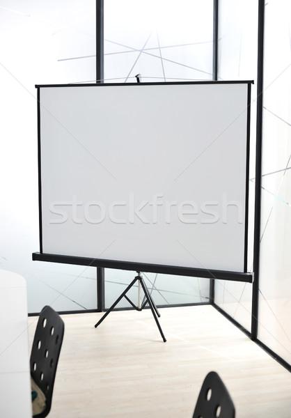 投影 画面 オフィス 壁 椅子 デスク ストックフォト © zurijeta