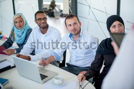 Personas reunión de negocios oficina árabe hombre Foto stock © zurijeta