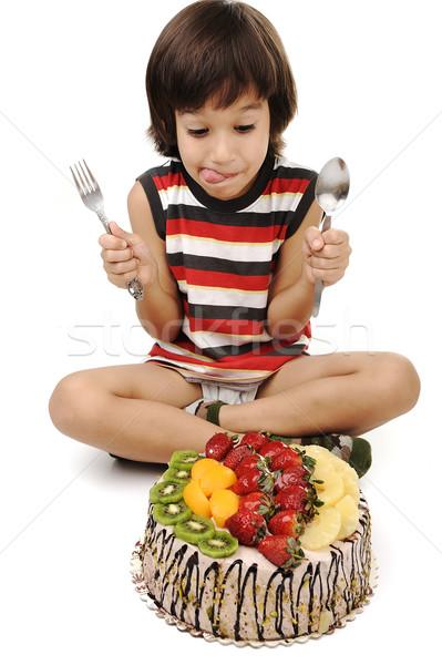 Kid eten fruitcake voedsel leuk jongen Stockfoto © zurijeta