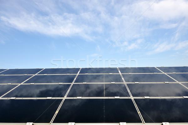 Alternativa energia fotovoltaica painéis solares blue sky edifício Foto stock © zurijeta