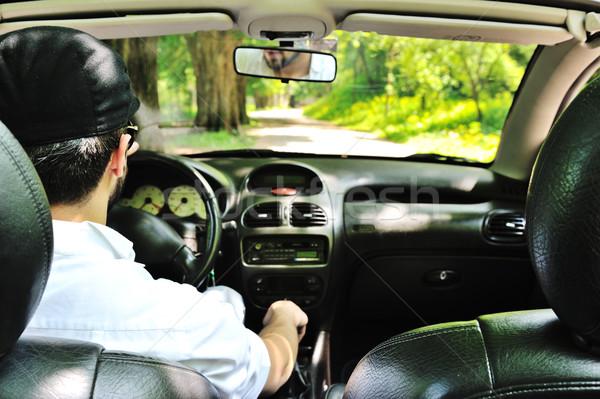 Zdjęcia stock: Człowiek · jazdy · samochodu · bezpieczeństwa · pasa · lasu
