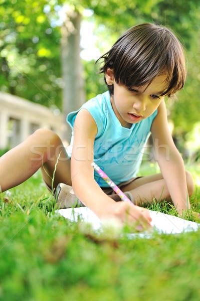 Młody chłopak odkryty trawy piśmie książek student Zdjęcia stock © zurijeta