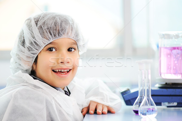Inteligente bonitinho pequeno masculino criança corpo Foto stock © zurijeta