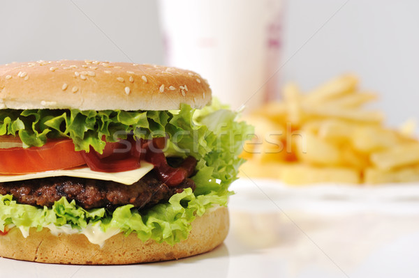 Delicioso burger fries cola comida verde Foto stock © zurijeta