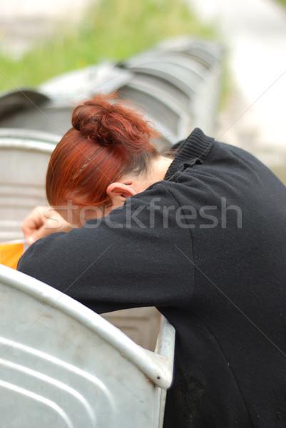 Yoksulluk orta yaşlı kadın arama konteyner kar gece Stok fotoğraf © zurijeta