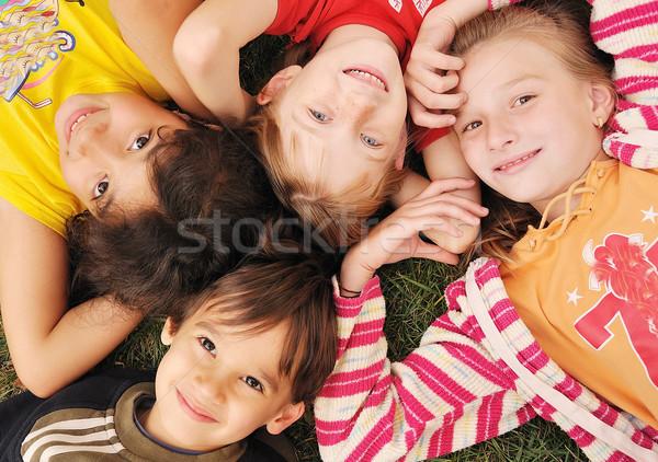 Pequeño grupo feliz ninos aire libre nina sonrisa Foto stock © zurijeta