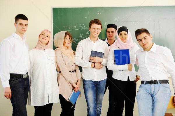 Casual grupo estudantes olhando feliz sorridente Foto stock © zurijeta