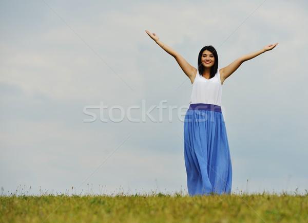 Jovem pessoa feliz tempo prado Foto stock © zurijeta
