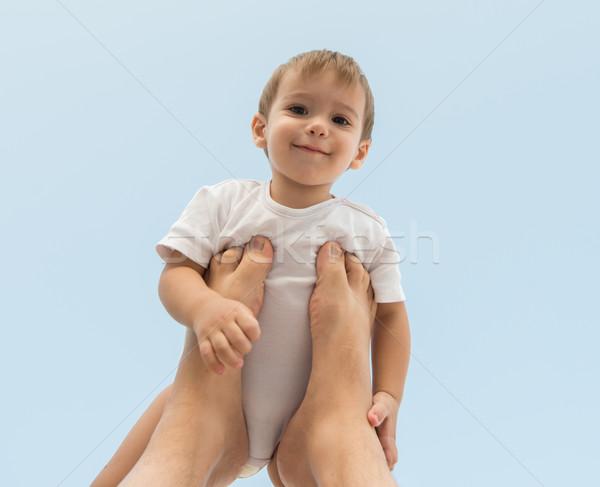 Gyereknevelés boldog baba tart levegő égbolt Stock fotó © zurijeta