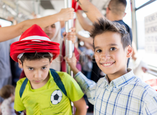 Bambini viaggio moda capelli folla aeroporto Foto d'archivio © zurijeta