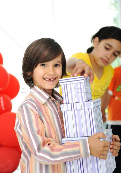 Stok fotoğraf: Doğum · günü · partisi · mutlu · çocuklar · balonlar · hediyeler