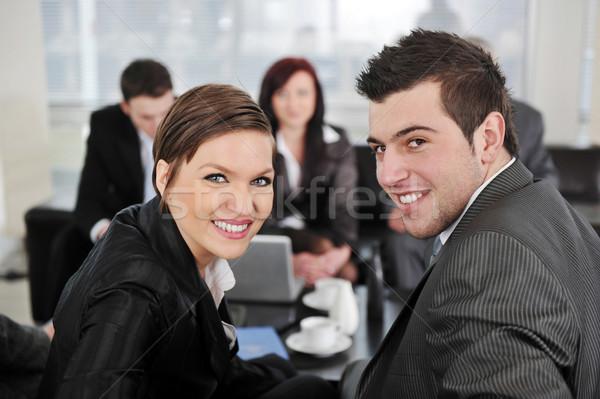 ストックフォト: ビジネスマン · 女性実業家 · 見える · カメラ · オフィス · 会議
