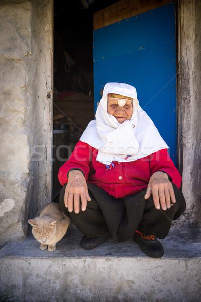 Eski geleneksel miras kadın poz Stok fotoğraf © zurijeta