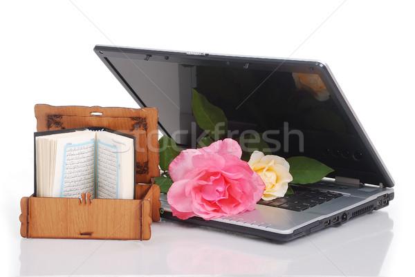 Hermosa rosas portátil Islam libro Foto stock © zurijeta