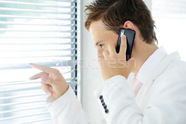Jonge zakenman naar oproep kantoor Stockfoto © zurijeta
