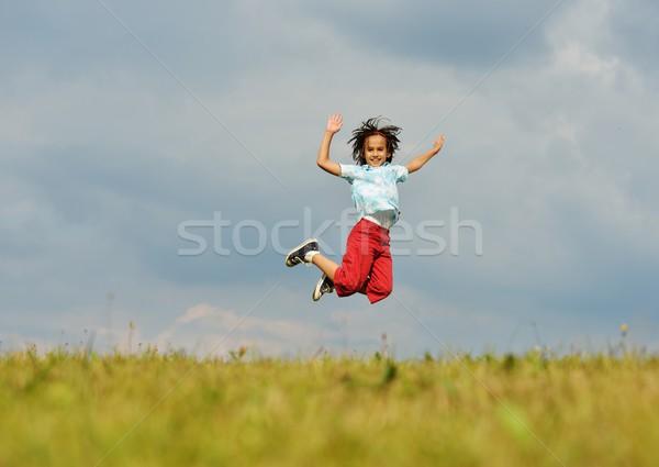 Mutlu küçük çocuk yaz çim çayır Stok fotoğraf © zurijeta