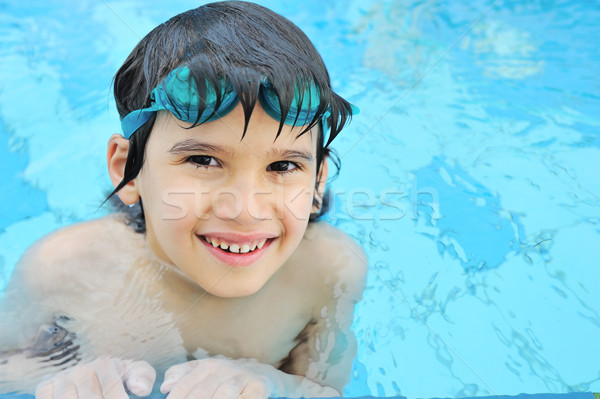 Cute heureux Kid piscine eau sourire Photo stock © zurijeta