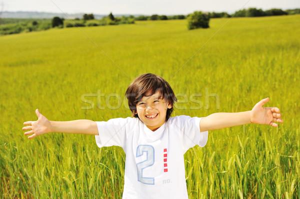 Felice kid natura positivo sorridere bambino Foto d'archivio © zurijeta