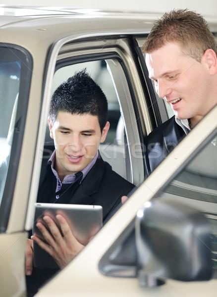 автомобилей продавец покупатель глядя электронных таблетка Сток-фото © zurijeta