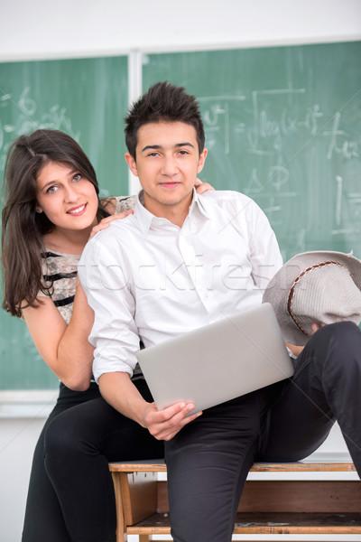 Tinédzser pózol osztálytárs tart laptop női Stock fotó © zurijeta