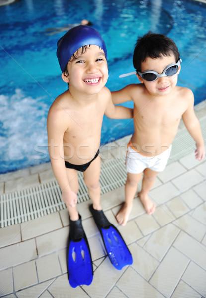 Tevékenységek medence gyerekek úszik játszik víz Stock fotó © zurijeta
