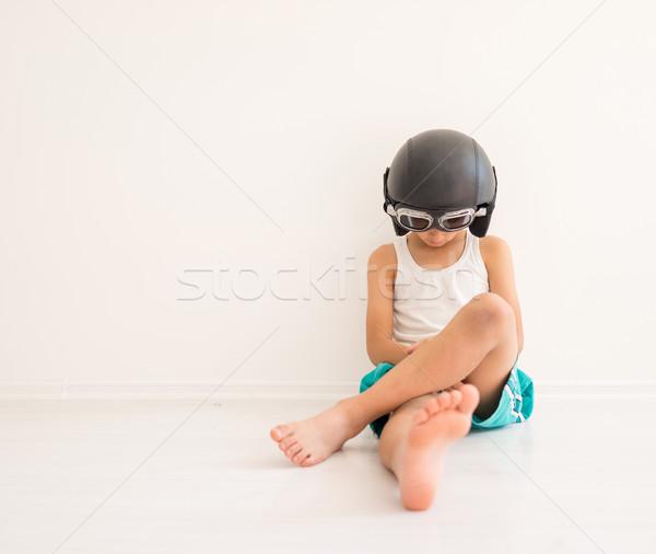 Triest jongen vergadering benen vloer weinig Stockfoto © zurijeta