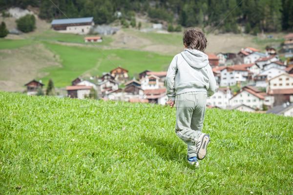 Kid идиллический Альпы семьи дома Сток-фото © zurijeta