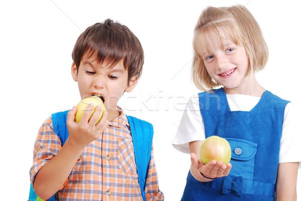 Kettő boldog iskolások eszik alma gyermek Stock fotó © zurijeta