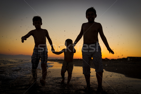 Diversão crianças brincando salpico praia família mãos Foto stock © zurijeta