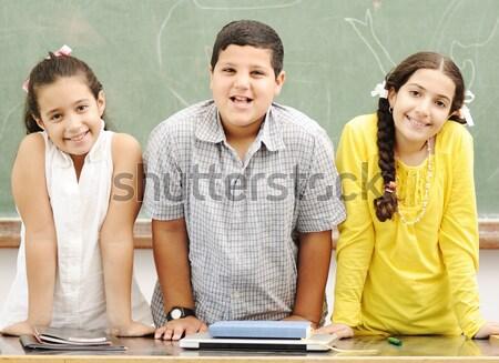 Stock foto: Drei · Kinder · Klassenzimmer · Mädchen · Schule · Studenten
