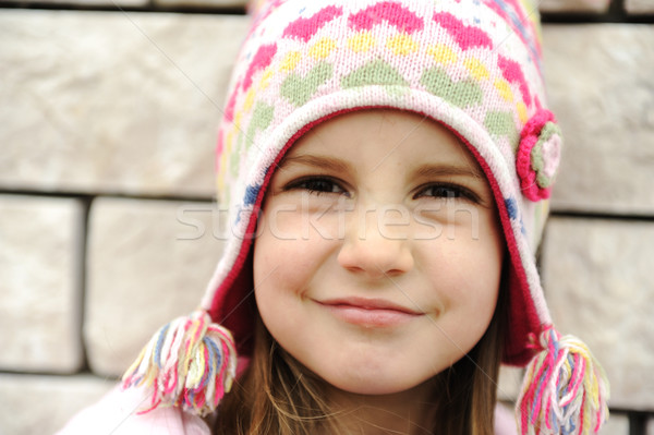 Godny podziwu dziewczynka pozytywny uśmiechnięta twarz moda śniegu Zdjęcia stock © zurijeta