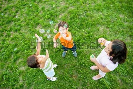 Pequeño grupo feliz ninos burbujas jugando Foto stock © zurijeta