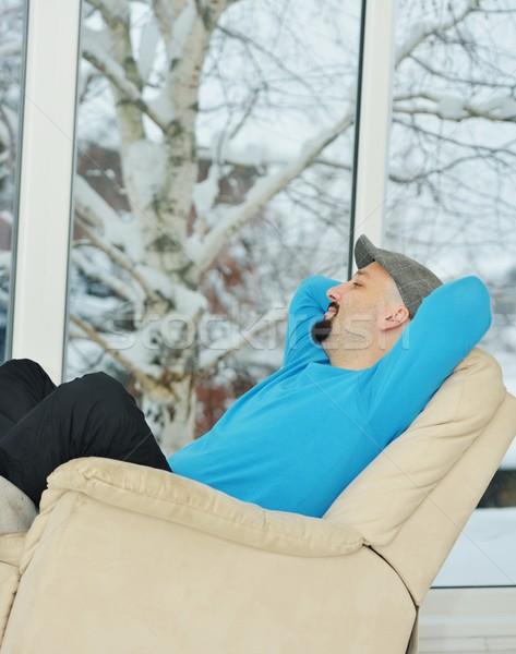 Foto stock: Moço · relaxante · branco · sofá · casa · inverno