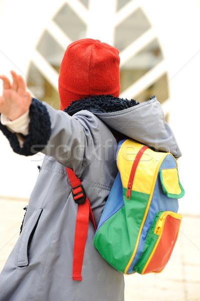 Cute meisje outdoor kleuterschool gezegde doei Stockfoto © zurijeta