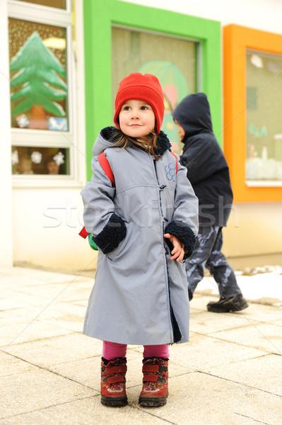 Cute fille extérieur permanent maternelle maternelle Photo stock © zurijeta